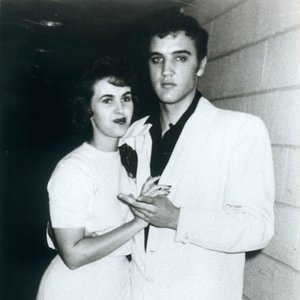 Wanda Jackson and Elvis Presley dated for a time and she still wears his ring around her neck.