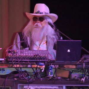 Leon Russell performing at his Oklahoma Music Hall of Fame induction ceremony in 2006