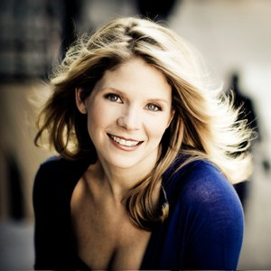 Oklahoma native Kelli O'Hara attended the same university as fellow Broadway star Kristin Chenoweth, Oklahoma City University.