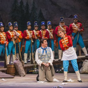 Sarah Coburn with soldiers at the Tulsa Opera's production of La Fille du Regiment