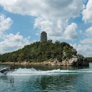 Lake Murray State Park is full of interesting sites including Tucker Tower, which used to be a retreat for Oklahoma Governor Alfalfa Bill Murray. Take a trip around Lake Murray to get a great view from the water.