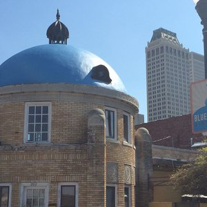 Head to Tulsa districts like the Blue Dome Entertainment District to scout out historical places housing modern shops.