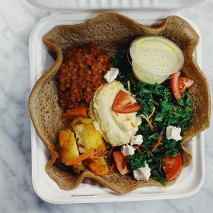 Nourished Food Bar offers a rotating menu of vegan lunches with flavorful ingredients.