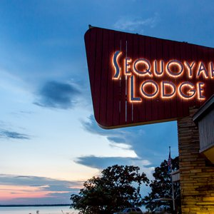 A retro-style sign welcomes guests to the Sequoyah lodging area. Photo by Lori Duckworth.