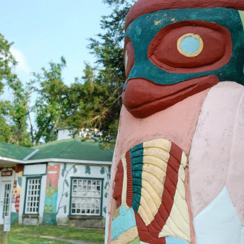 On the National Register of Historic Places, Totem Pole Park in Chelsea provides an opportunity for visitors to view the world's largest concrete totem pole while traveling Route 66.