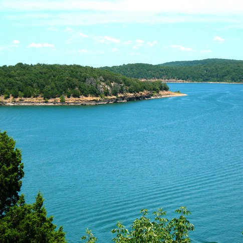 The clear, blue waters of Lake Tenkiller are the perfect backdrop for Tenkiller State Park, where guests enjoy camping, hiking, fishing and water sports of all kinds, including an underwater scuba diving park.