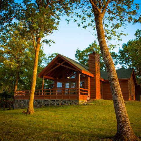 Enjoy a cozy weekend getaway or a full-blown vacation in one of the cabins at Hugo Lake Park in southeast Oklahoma.